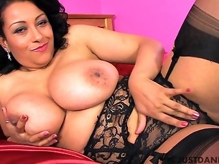 Exotic brown mature mom with big naturals earns to be satisfied in bed