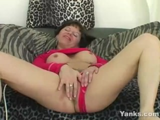 Yanks MILF Randy Fisbo Masturbating